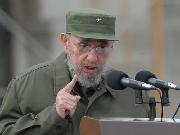 Quan els cucs s'enfronten amb un gegant…….   Què és el que té Fidel?