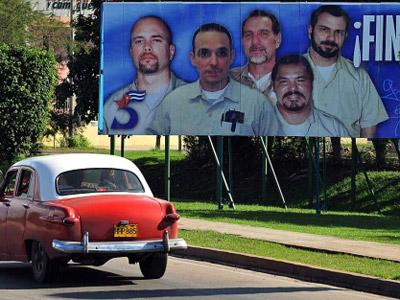Més de 200 polítics espanyols demanen l'alliberament dels 'Cinc' de Cuba