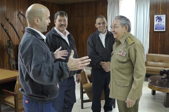 Los Cinco en la Patria: Raúl recibe a Gerardo, Antonio y Ramón